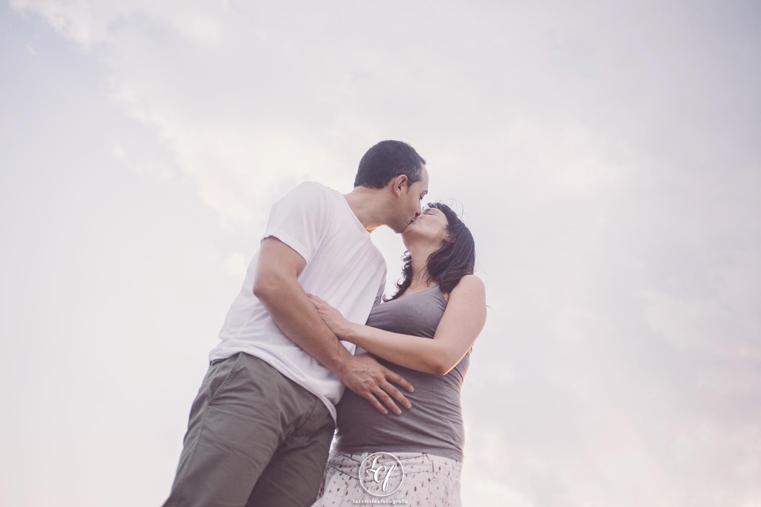 fotógrafo de embarazo :: fotógrafa embarazo :: fotografía embarazada :: fotografía embarazada en la playa :: fotografía embarazada barcelona