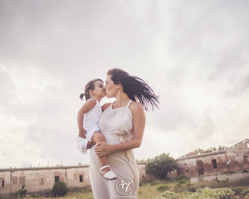 fotógrafo embarazada :: fotografía embarazada :: fotógrafo embarazada barcelona :: delta del llobregat :: embarazada playa :: embarazada campo
