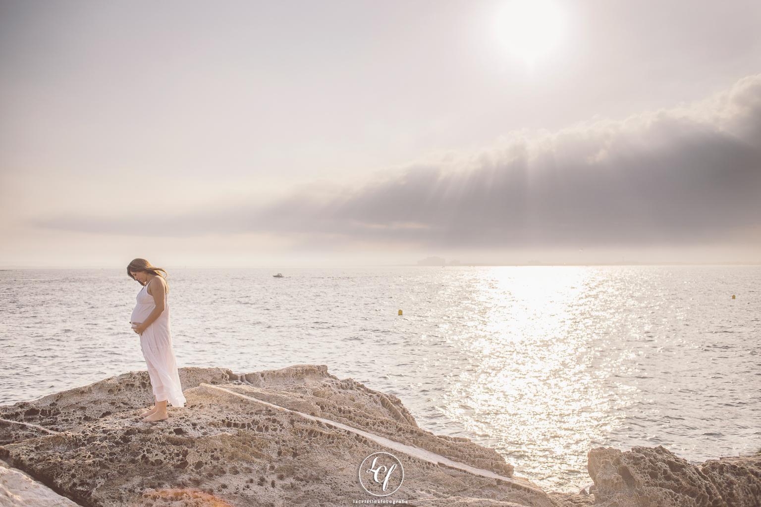 Fotógrafo embarazo Barcelona :: Fotógrafo embarazo playa :: Fotografía embarazada playa :: Fotógrafo costa brava :: Fotografía embarazada puesta de sol
