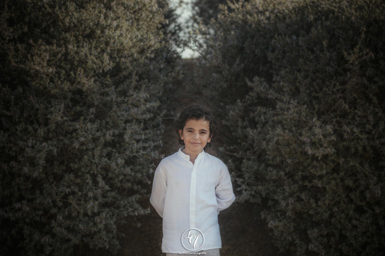 fotógrafo comunión barcelona :: fotografía comunión :: primera comunión chico :: fotografía primera comunión ripollet