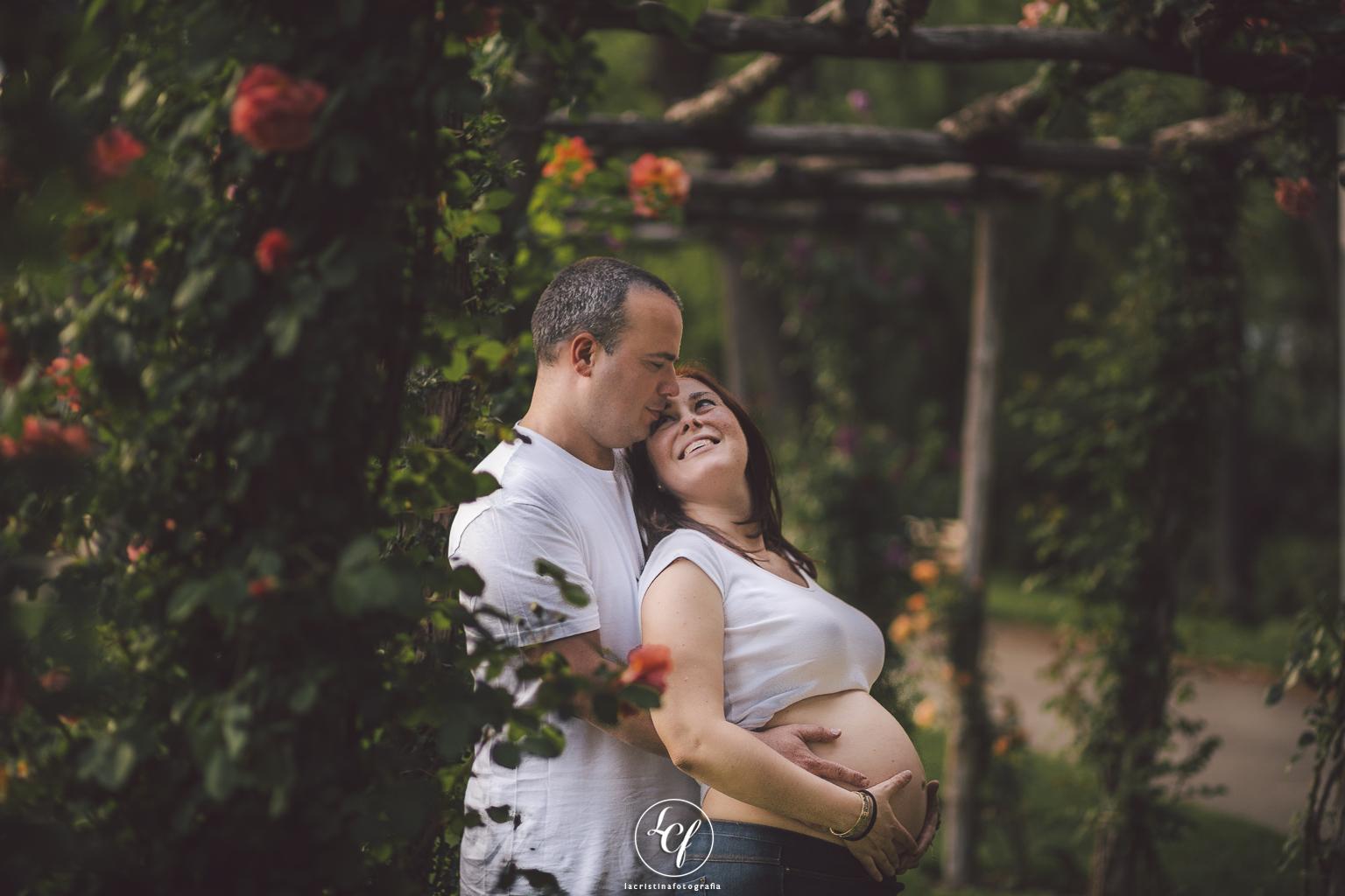 fotografía embarazada :: fotógrafo de embarazo :: fotógrafo embarazada barcelona :: fotografía familiar :: parque de cervantes
