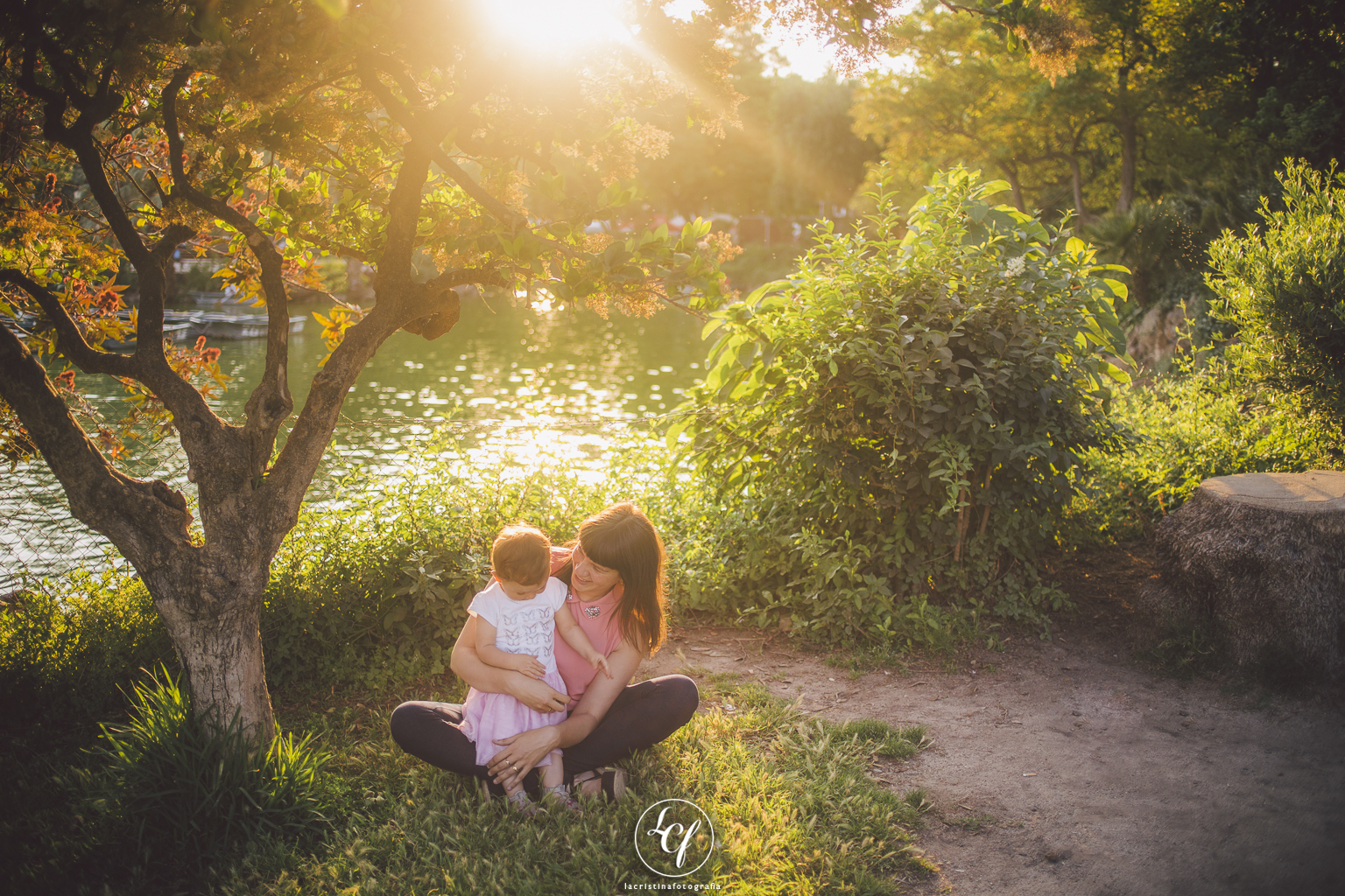 Fotógrafo de familia Barcelona :: Atardecer en el Parque de la Ciutadella :: Fotografía familiar :: Fotografía natural :: Reportaje de bebés en exterior :: Best Barcelona photographer