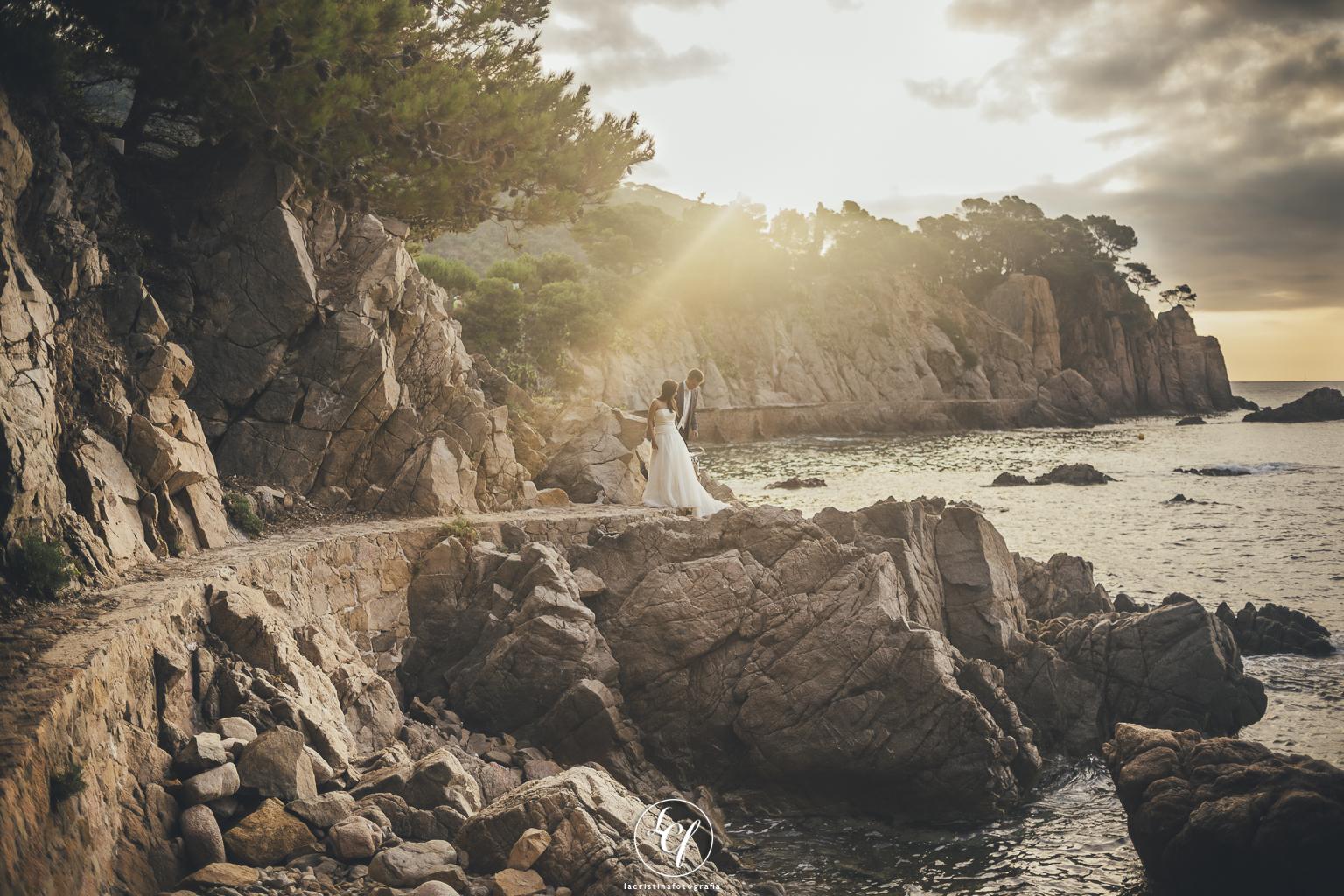 fotógrafo boda barcelona :: postboda :: postboda girona :: costa brava :: rosamar :: pontets de rosamar :: novios en la playa