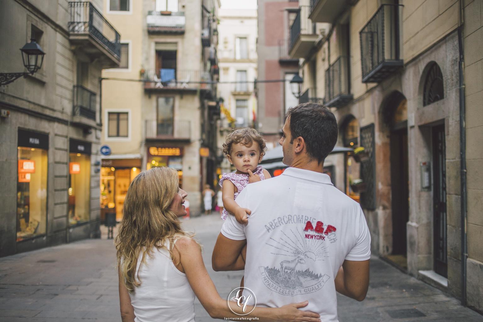 Fotógrafo de familia :: Gótico de Barcelona :: Fotografía familiar :: Reportaje familiar diferente :: Fotógrafo en Barcelona :: Barrio Gótico :: Gothic Quarter :: Best Barcelona Photographer