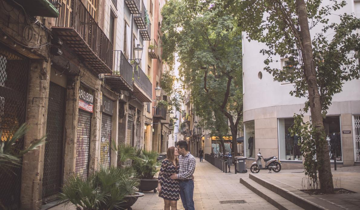 Fotógrafo de pareja Barcelona :: Preboda en el Born :: Pareja en Barcelona :: Fotógrafo de pareja en Barcelona :: Reportaje al amanecer :: Save the date :: Fotógrafo romántico :: Best Barcelona Photographer
