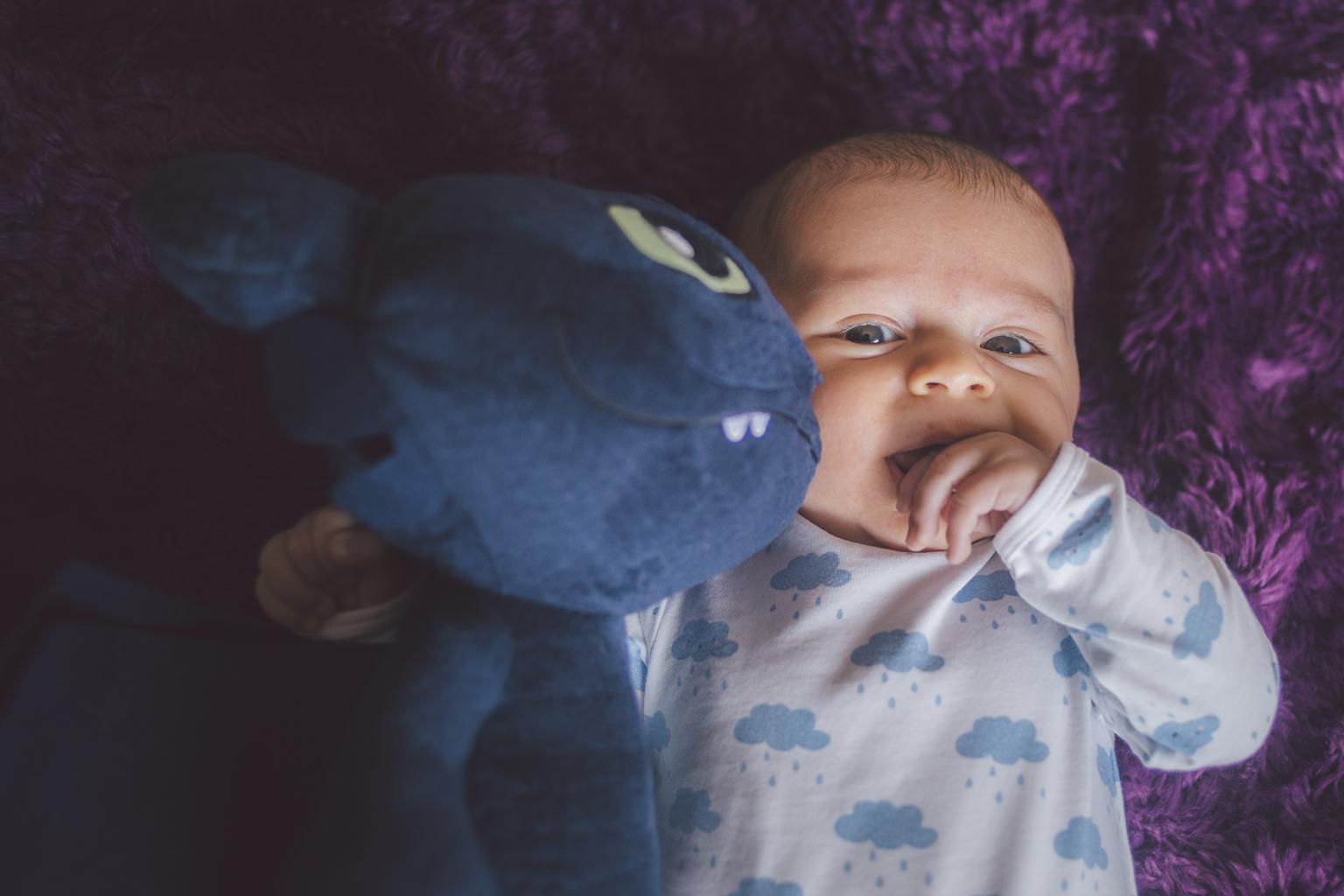 Fotógrafo de bebés Barcelona :: Lucas :: Fotógrafo recién nacido :: reportaje recién nacido en casa :: fotografía de bebé natural