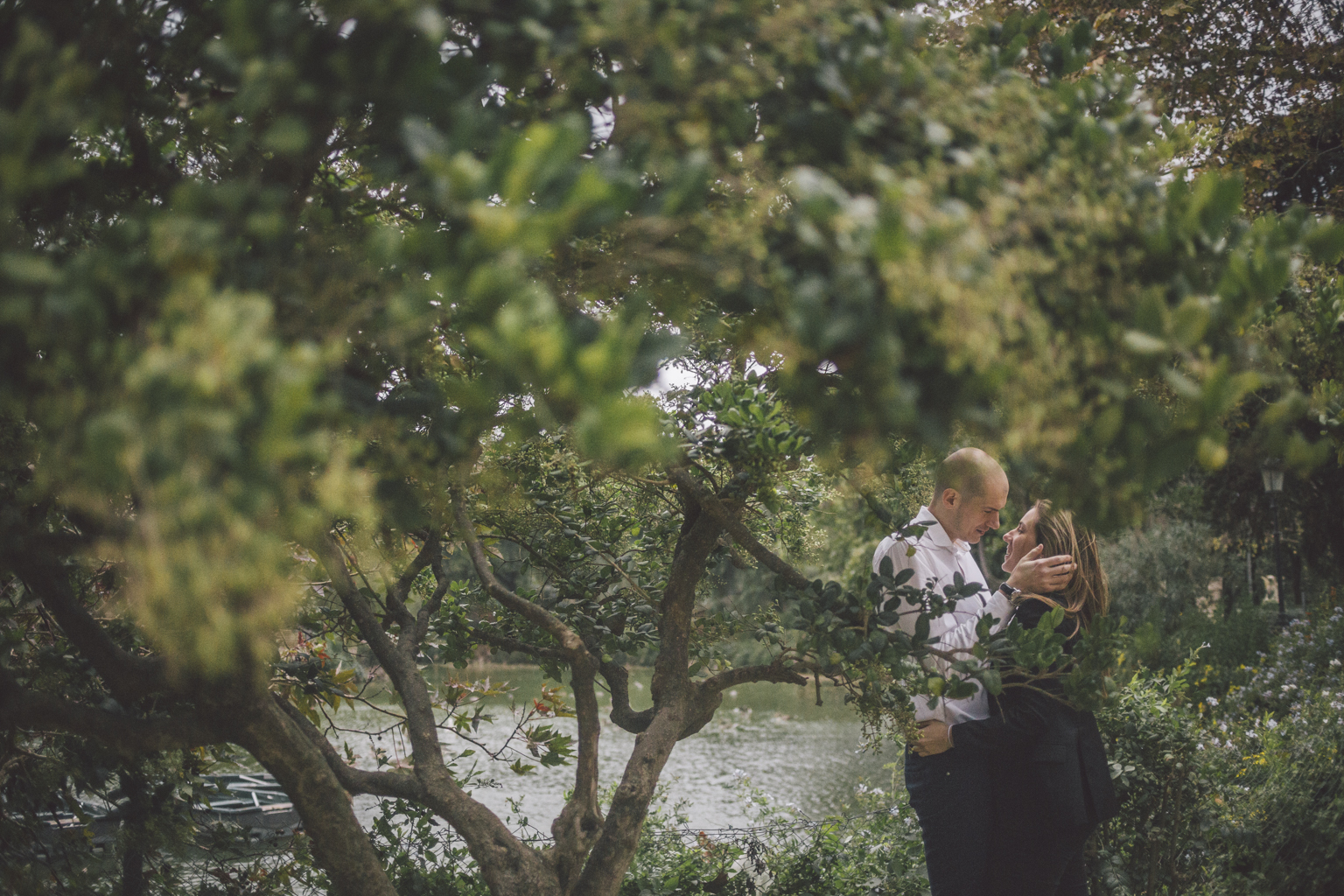 Fotógrafo de pareja Barcelona :: Parc de la Ciutadella fotógrafo de parejas Barcelona :: fotógrafo de preboda :: preboda en el parc de la Ciutadella :: Preboda en Barcelona :: Reportaje romántico :: Fotógrafo romántico diferente :: Fotógrafo de bodas barcelona :: Destiny wedding photographer :: Barcelona photographer