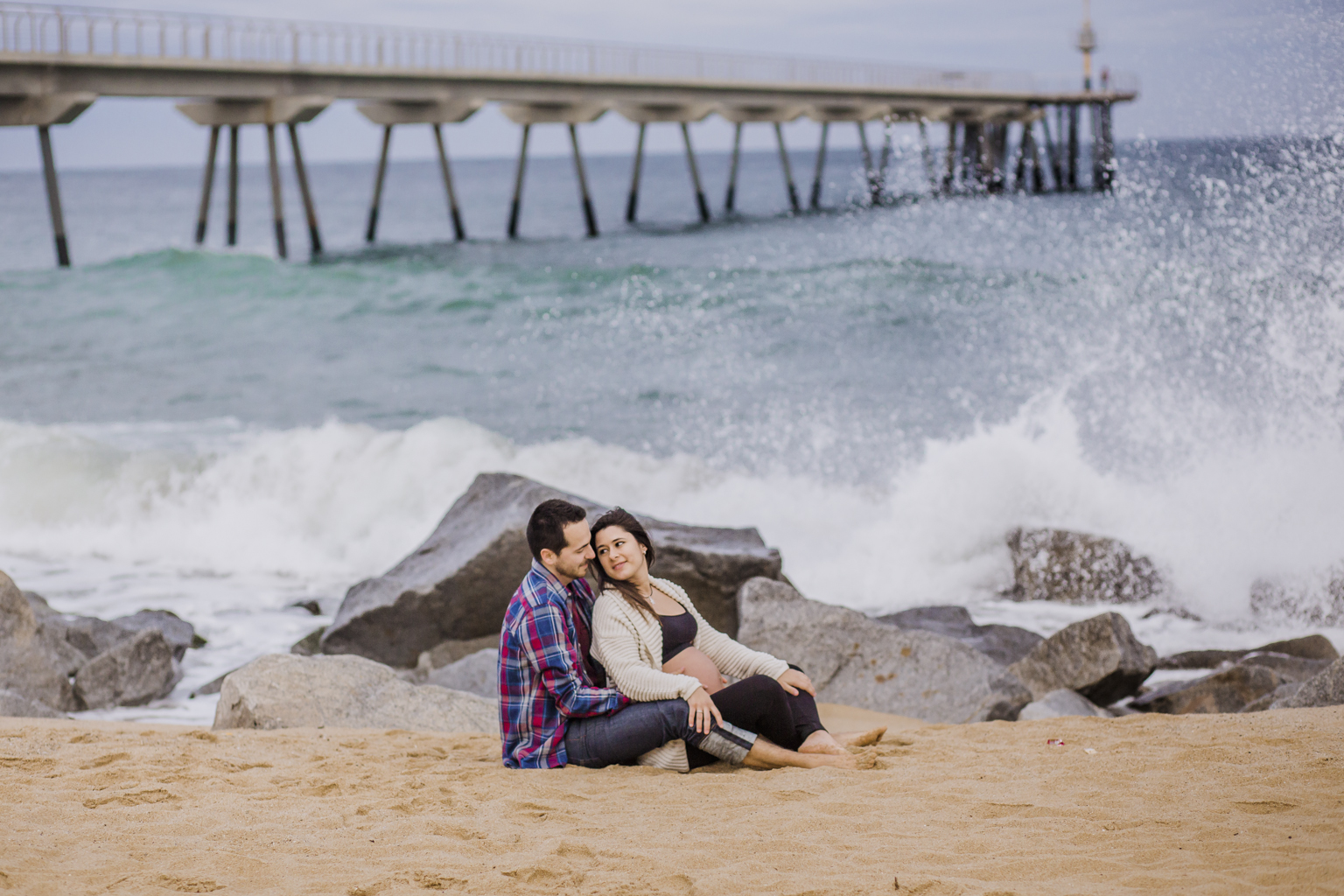 fotógrafo de embarazo badalona :: fotógrafo de embarazo barcelona :: fotografía embarazada en la playa :: fotótgrafo embarazada pont del petroli