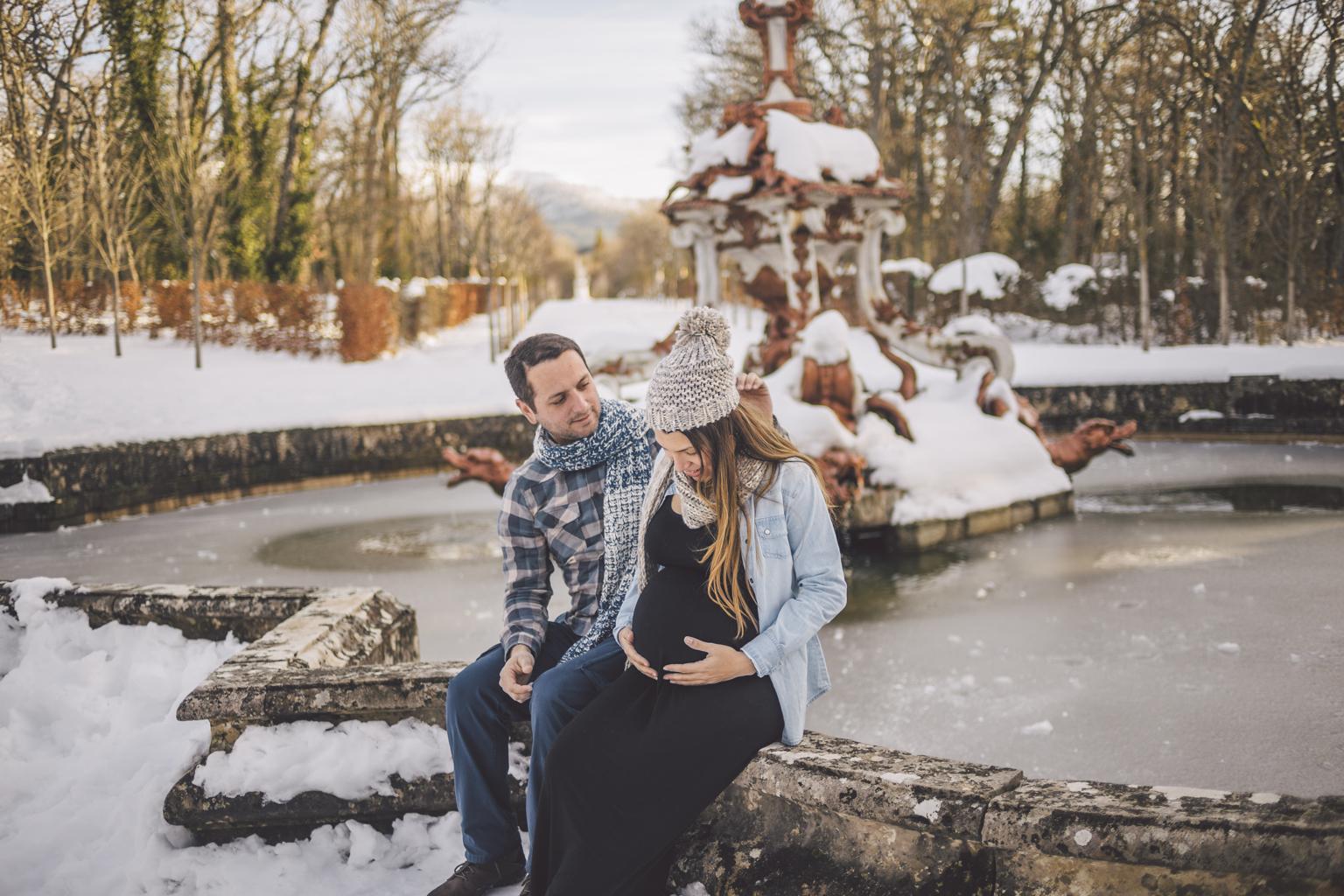 Fotógrafo de embarazo Madrid - Fotógrafo de embarazo en la nieve :: fotógrafo de embarazo la granja de san ildefonso :: fotografía de embarazo en la nieve Madrid