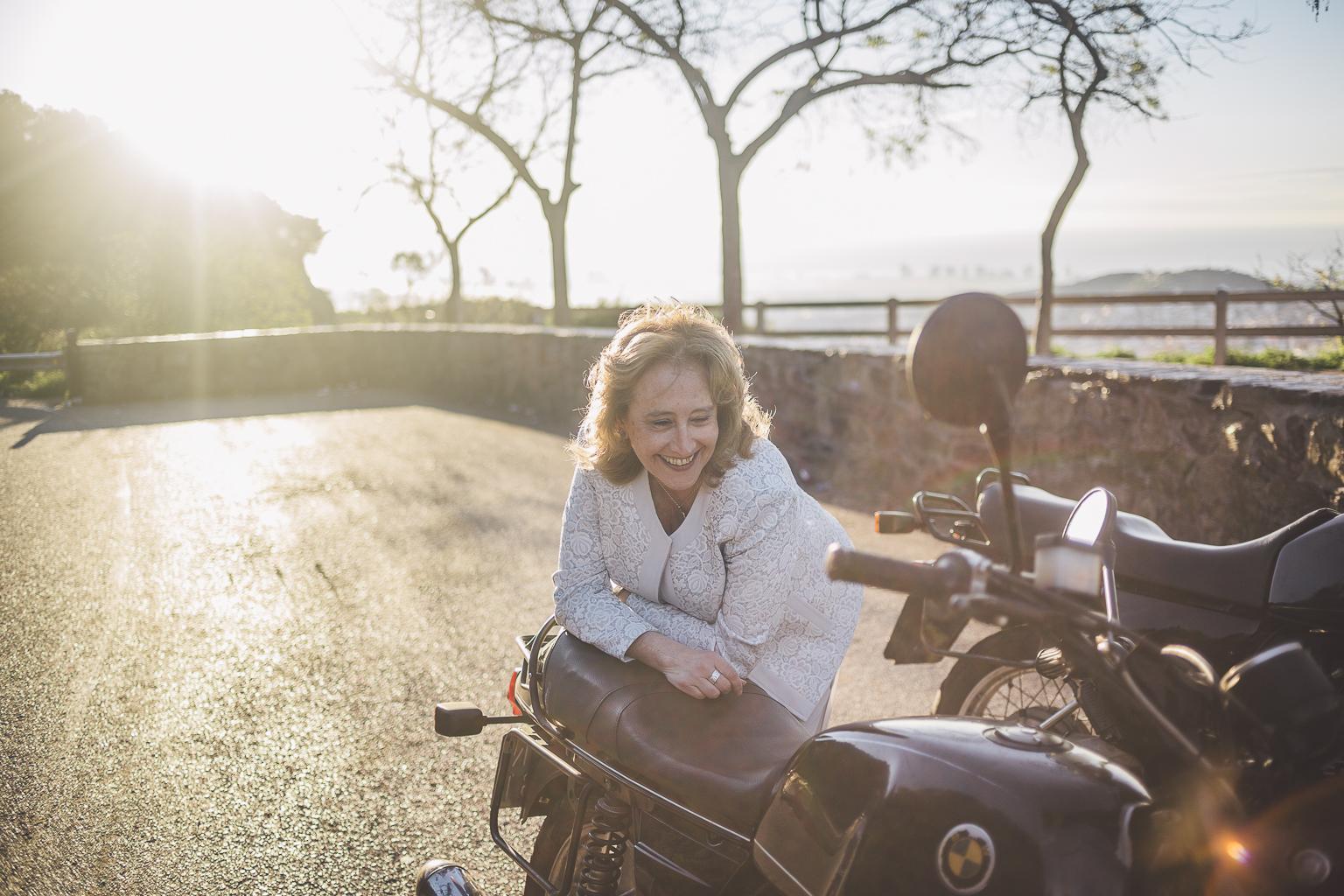 Fotógrafo de pareja Barcelona :: Postboda en el Tibidabo con motos :: Pareja motera :: Pareja tercera edad :: Postboda diferente :: Postboda en motos :: Mirador de l'arrabassada