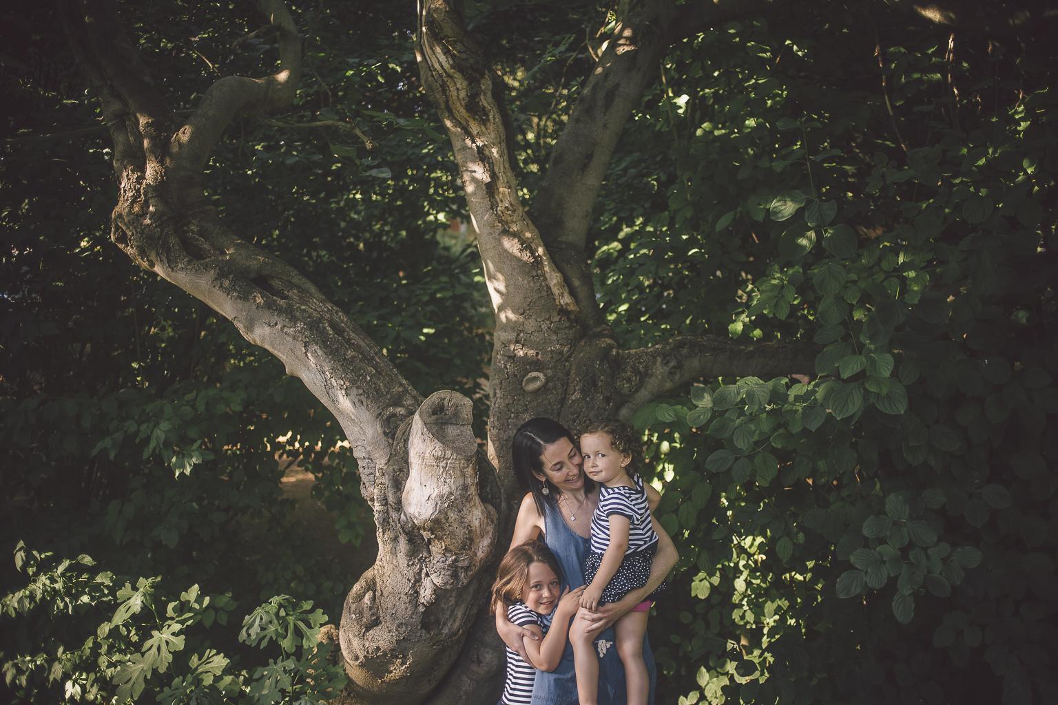 Fotógrafo familiar Barcelona :: Familia numerosa en Sant Cugat :: Fotógrafo familia Sant Cugat :: Fotografía familiar :: Parc Central :: Fotografía natural familiar