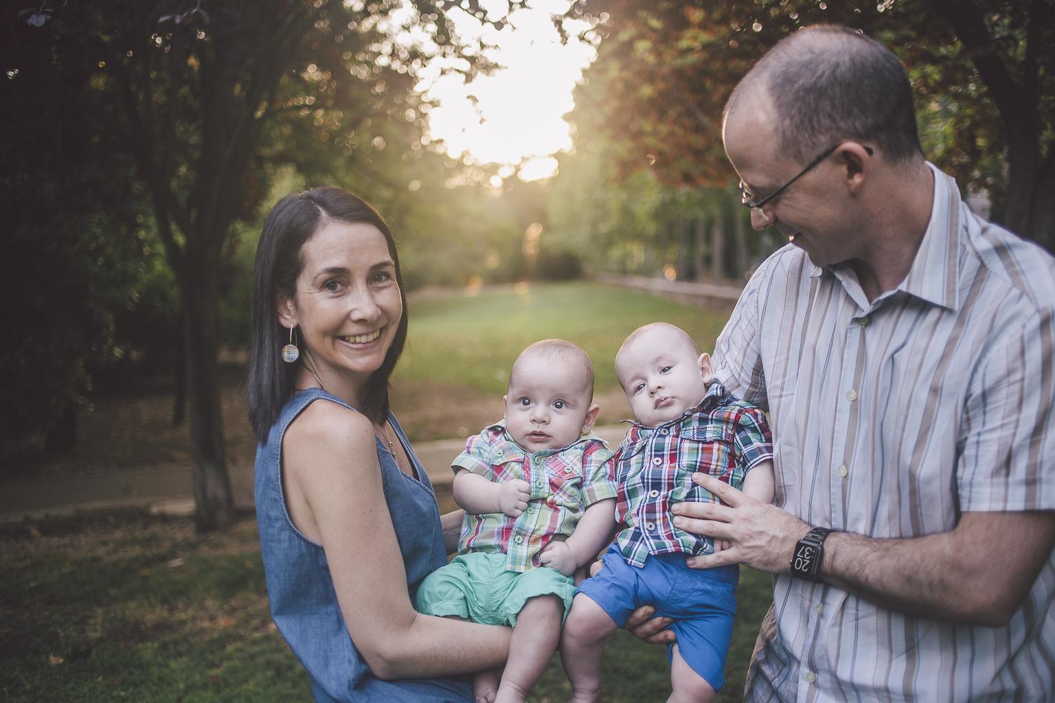 Fotógrafo familiar Barcelona :: Familia numerosa en Sant Cugat - Parc Central :: Fotógrafo familia Sant Cugat