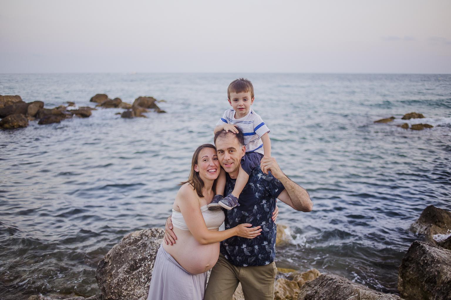 fotógrafo embarazo Sitges :: fotografía embarazada Barcelona :: fotógrafo Sant Cugat :: Embarazada entre viñas :: Fotografía viñedos