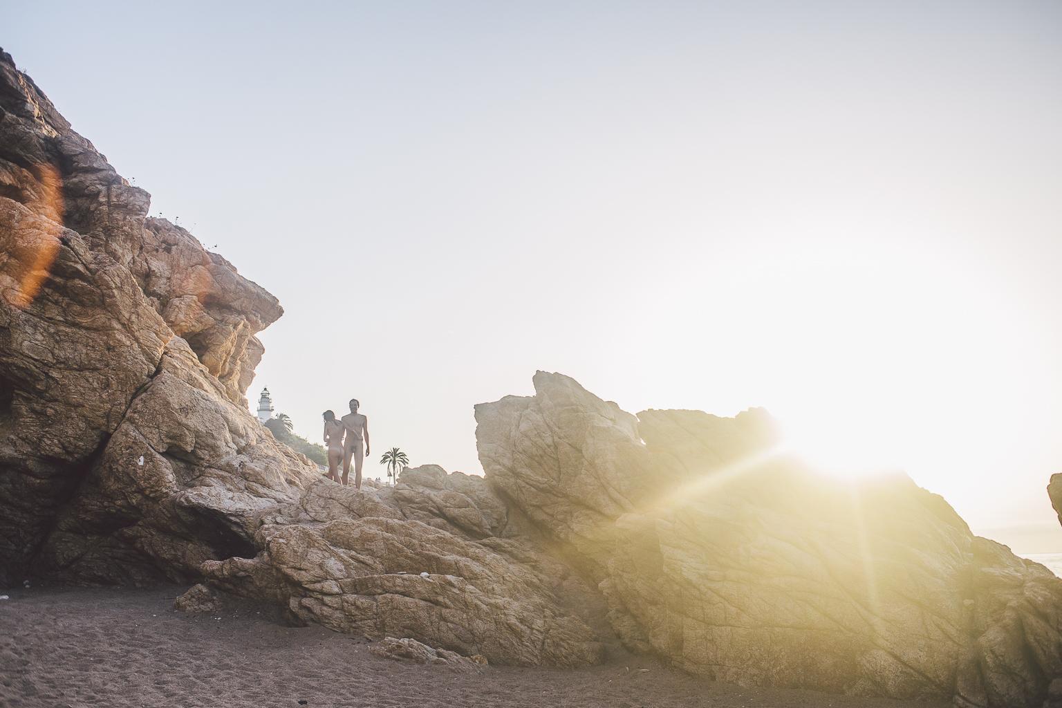 fotografia nudista playa :: fotografía natural desnudo :: fotografía en la playa :: amanecer :: el mejor fotógrafo de barcelona :: fotógrafo de pareja