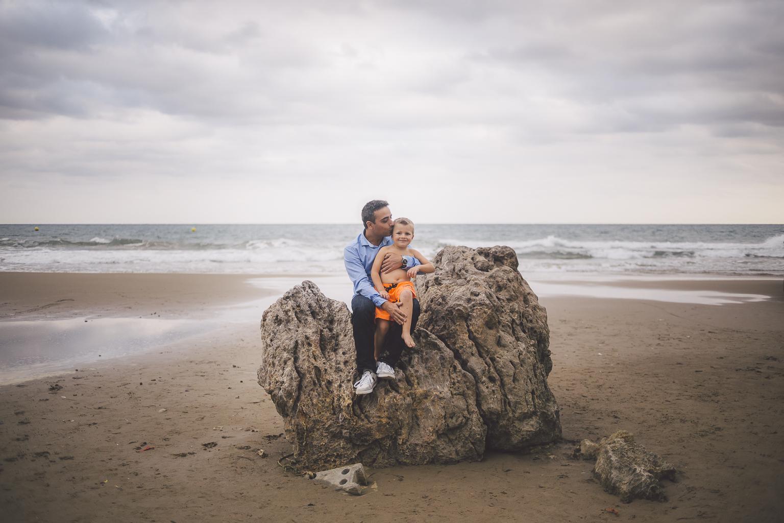 Fotógrafo familiar Barcelona :: Les casetes del Garraf :: Reportaje familiar en el playa :: familia de barcelona :: Reportaje de hermanos :: Best Barcelona Photographer :: Fotografías de familia