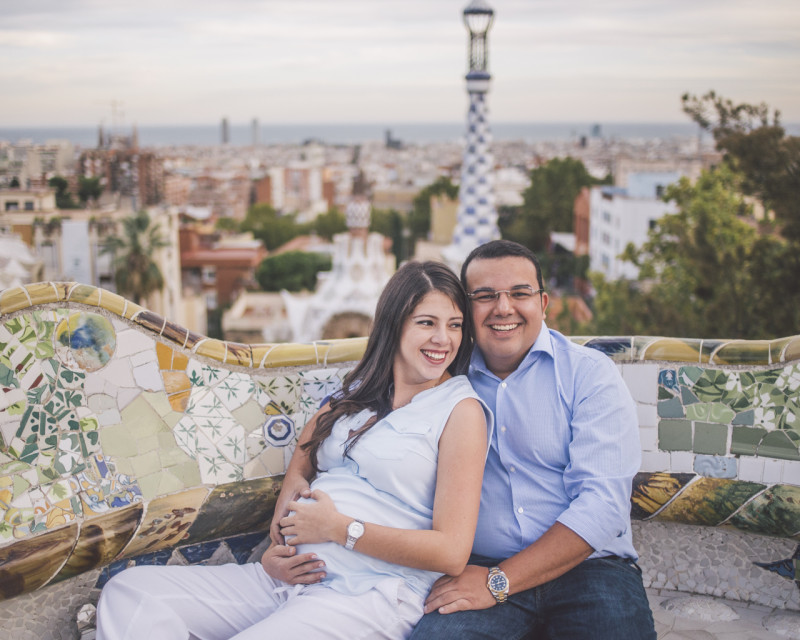 Fotógrafo de embarazo Barcelona :: Parc Güell :: Fotografía embarazada :: Best Barcelona Photographer :: Parc Güell :: Gaudí :: Fotografía natural de embazo