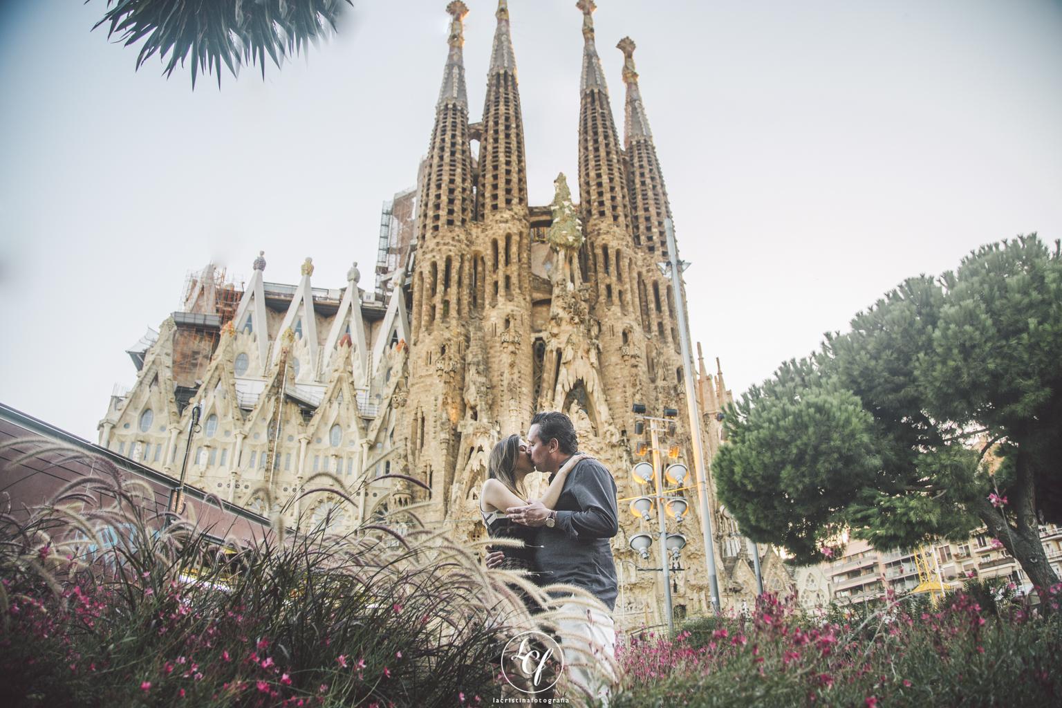 Fot grafo de pareja barcelona parque g ell y sagrada familia la cristina fotografia - Fotografos de barcelona ...