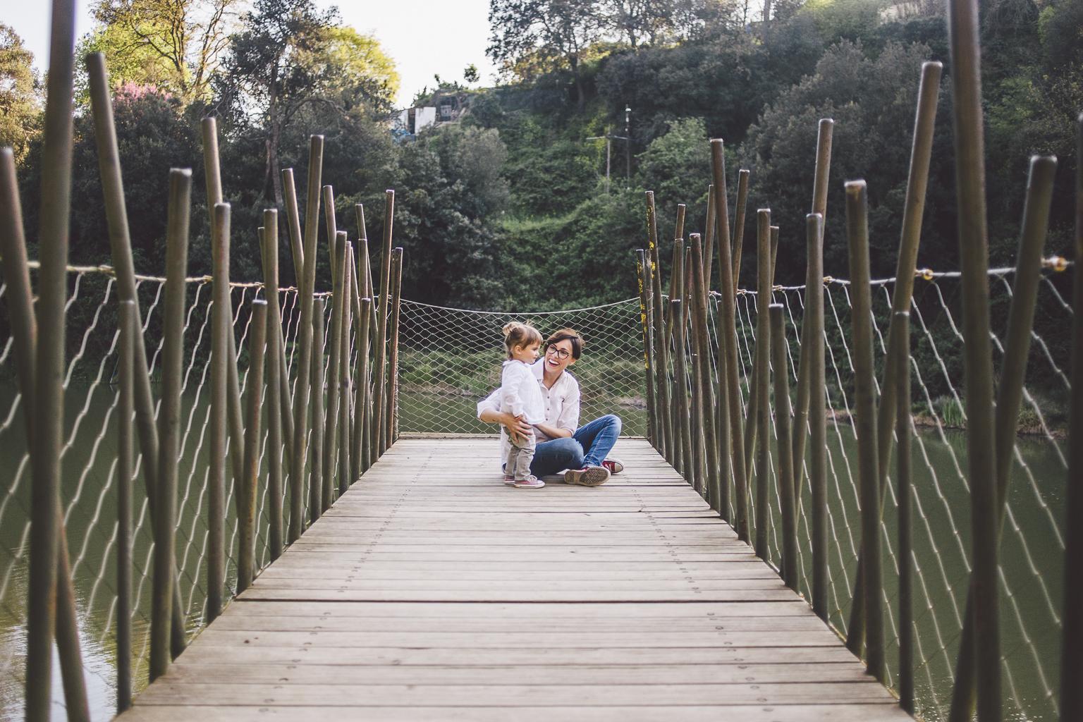 fotógrafo familia Barcelona :: Pantá de Vallvidrera :: Fotógrafo familiar :: Fotografía de familia natural  :: Fotógrafo Sant Cugat del Vallés :: Fotógrafo de familia en Sant Cugat
