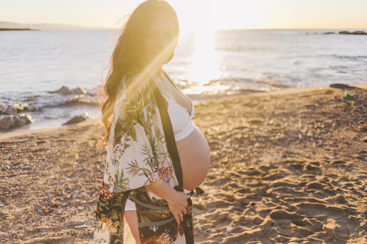 fotógrafos de embarazo barcelona :: Amanecer en la Barceloneta :: Fotografíad de embarazo :: Embarazada en Barcelona