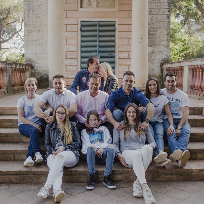 Fotógrafo familiar Barcelona :: Familia numerosa :: Reportaje de familia en Barcelona :: Reportaje fotografíco parque del laberinto