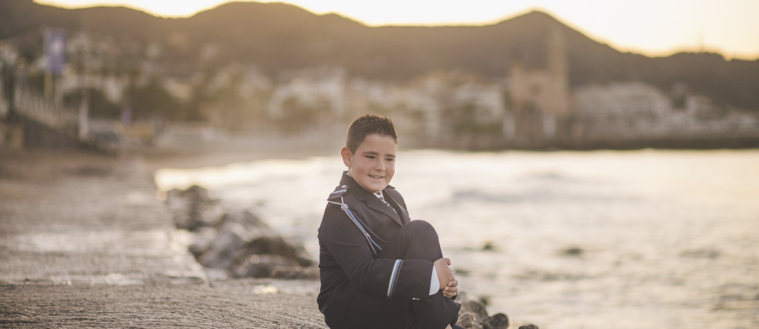 Fotógrafo primera comunión en Sitges :: fotografía al amanecer :: fotografo familiar :: fotógrafía natural :: fotógrafo infantil Sitges