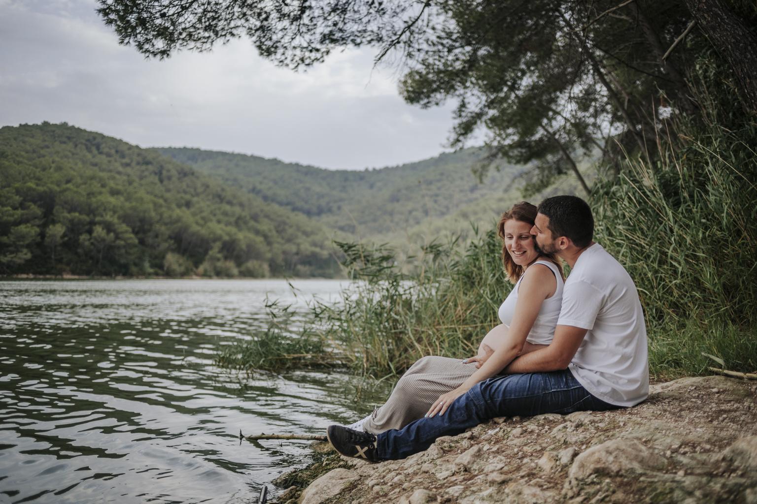 fotógrafo embarazo barcelona :: pantá de foix :: fotógrafo embarazada :: fotógrafía de embarazo natural :: fotógrafo sant cugat
