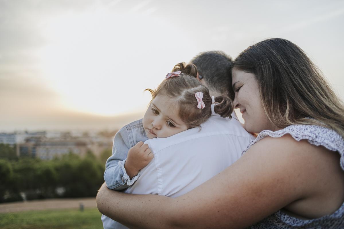 Fotógrafo embarazo Sant cugat :: fotógrafo familiar Barcelona :: fotografía de familia turó de can mates