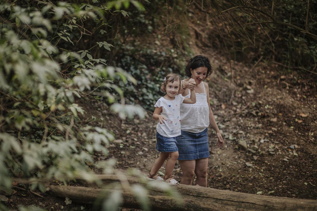 fotógrafo de familia barcelona :: pantá de vallvidrera :: fotógrafo sant cugat