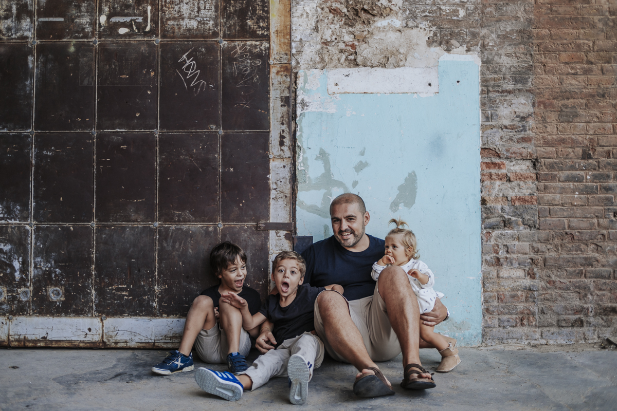 Fot grafo de familia en barcelona playa del forum y f brica fabra i coats la cristina - Fotografos de barcelona ...