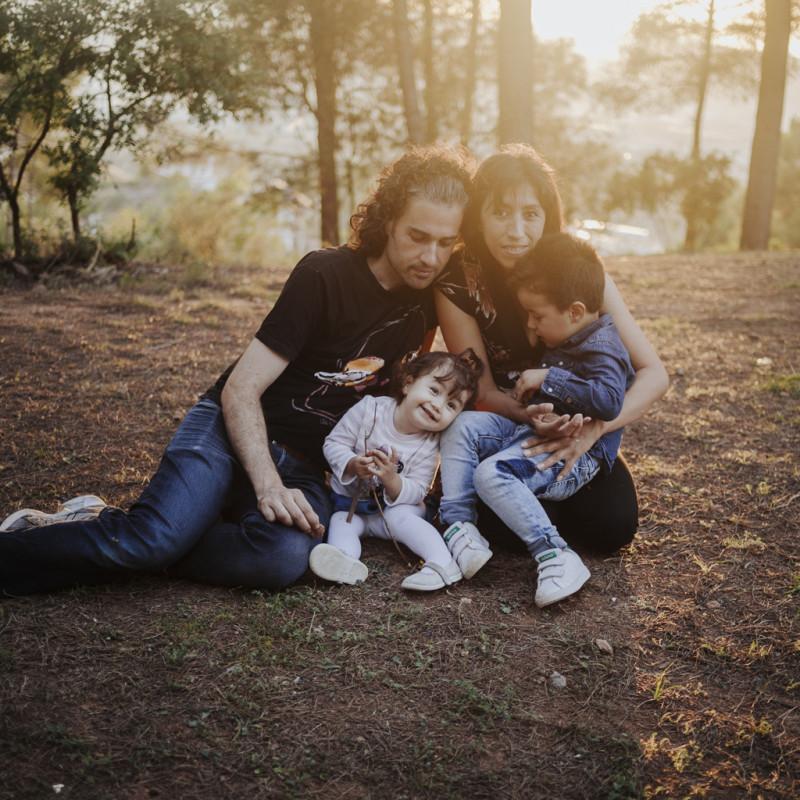 fotógrafo de familia barcelona :: fotógrafo familiar sant cugat :: fotógrafo al atardecer