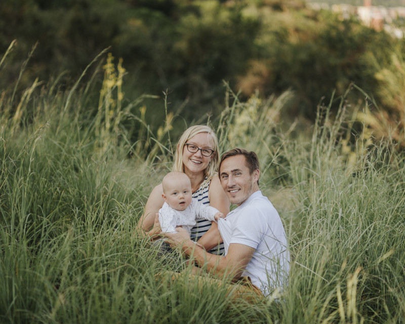 fotógrafo familiar barcelona :: fotógrafo de familia :: fotógrafo en casa :: carretera de les aigües :: fotógrafo familair Sant Cugat
