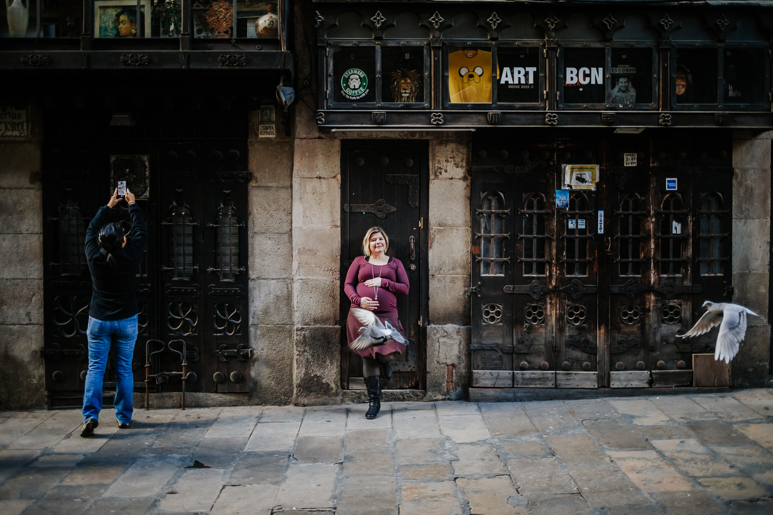 Fotógrafo de embarazo Barcelona :: Fotógrafo de embarazada Barcelona :: Sesión de embarazo Barrio Gótico :: Sesión embarazada barrio gótico :: sesión de exterior Barcelona