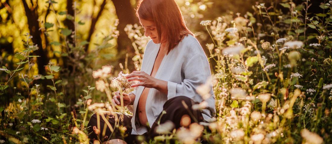 Fotógrafo embarazo :: Fotógrafo embarazada :: Fotógrado Olot :: La Fageda d'en Jordà :: Reportaje salida del sol