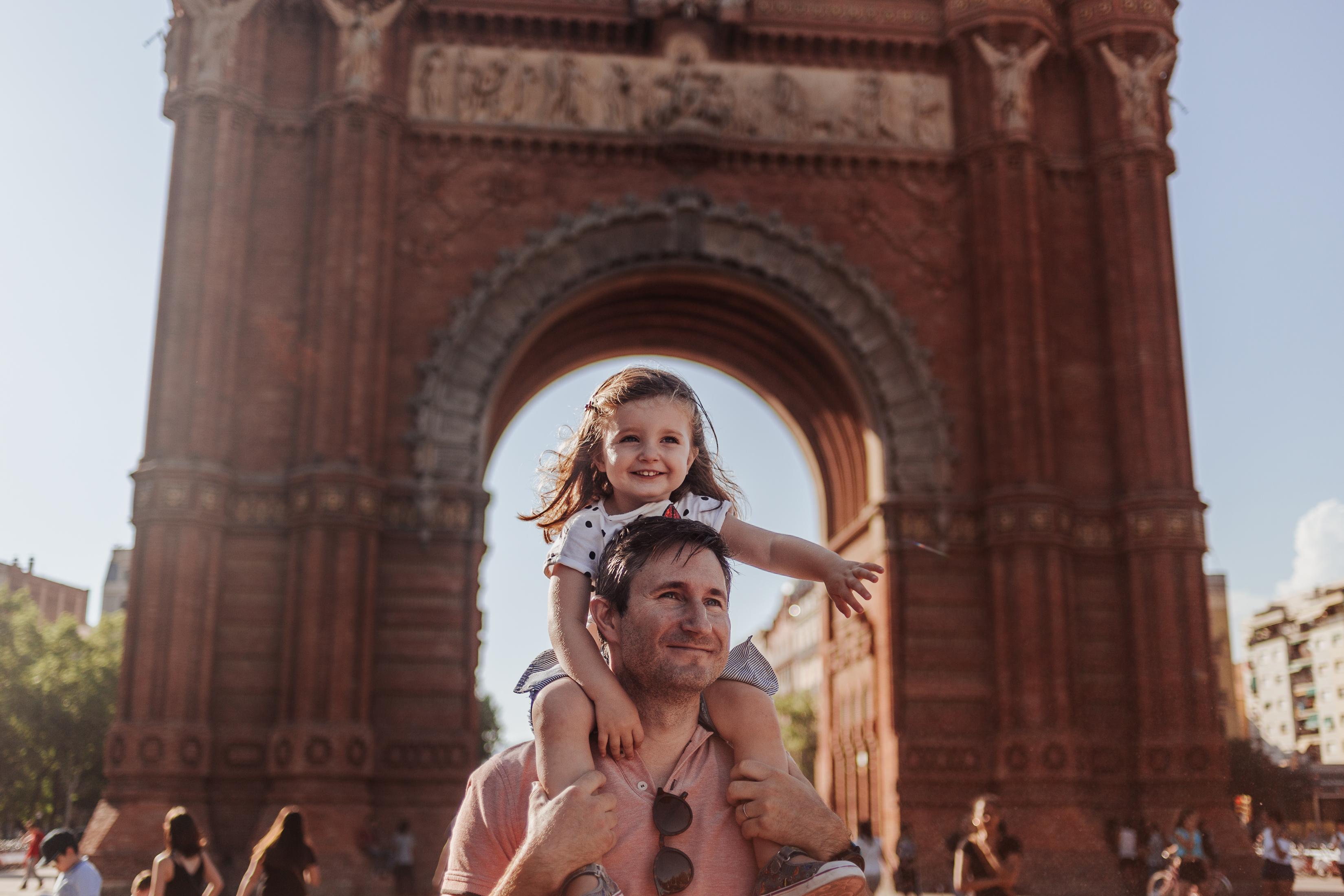 Fotógrafo de familia Barcelona :: Fotógrafo familiar Barcelona :: Arco del triunfo :: Parc de la Ciutadella :: Parque de la Ciudadela :: Barcelona photographer :: Family Barcelona Photographer