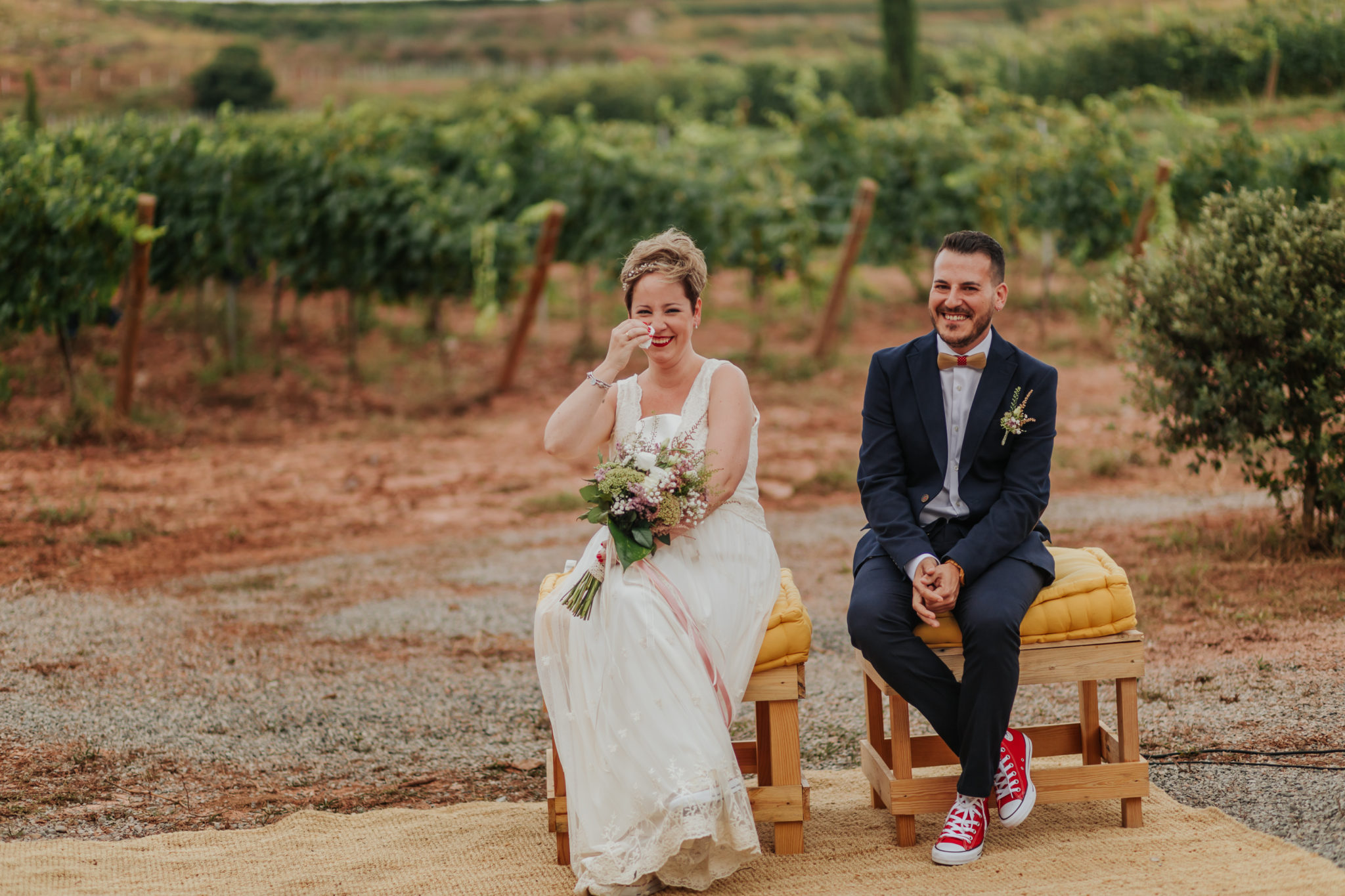 fotógrafo de boda barcelona :: barcelona wedding photographer :: barcelona indie wedding :: ceremonia en viñedo :: country wedding :: boda entre viñas :: boda en viñedo :: casaments al bosc
